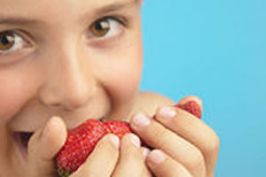 Child eating strawberries 00012.jpg