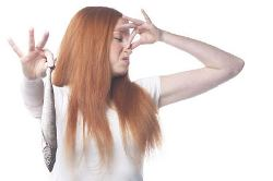 new4_Woman holding fish and plugging nose uid 1343072.jpg