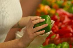 new31_Woman squeezing green pepper.jpg