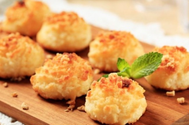 images_10_CoconutMacaroons-638x350.jpg