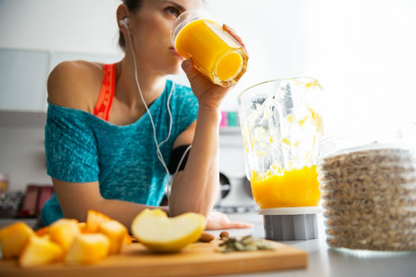 images_woman_exercise_pumpkin_smoothie_earbuds_workout_fuel_food_blender_pic.jpg
