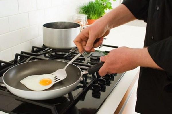 images_getty-rf-photo-of-man-cooking-egg-teflon-skillet.jpg