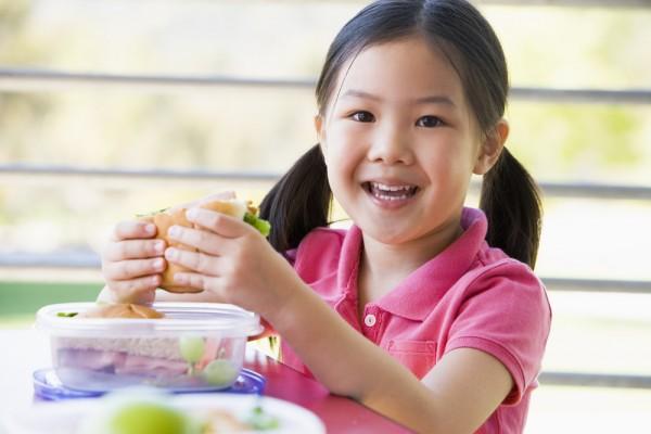 images_kid-eating-lunch-1.jpg