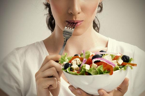 images_woman-eating-salad-healthy-diet.jpg