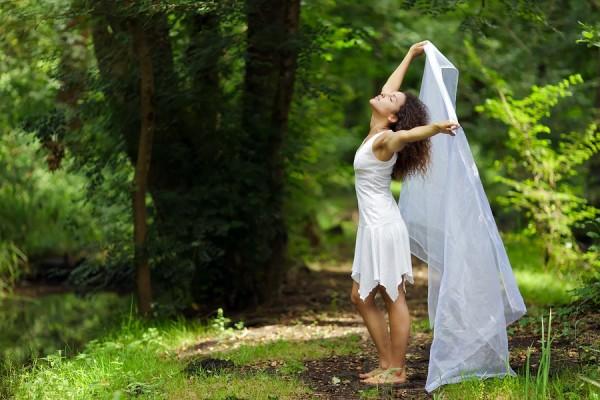 images_bigstock-Beautiful-barefoot-woman-in-a-69431515-600x400.jpg