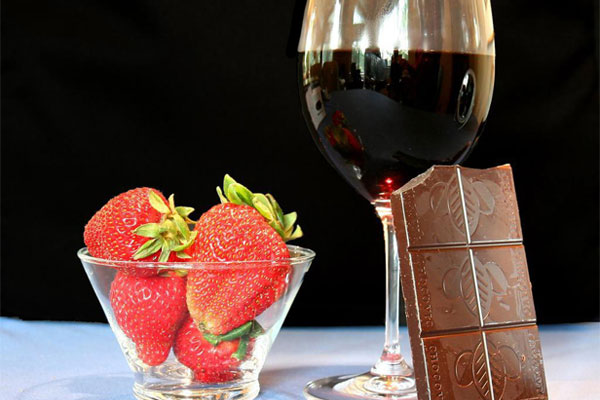 images_awine_with_chocolate_dessert1.jpg
