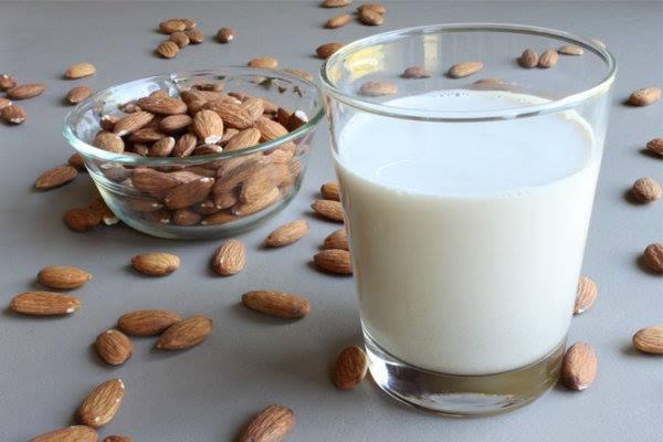 images_10112016_almond-milk.jpg
