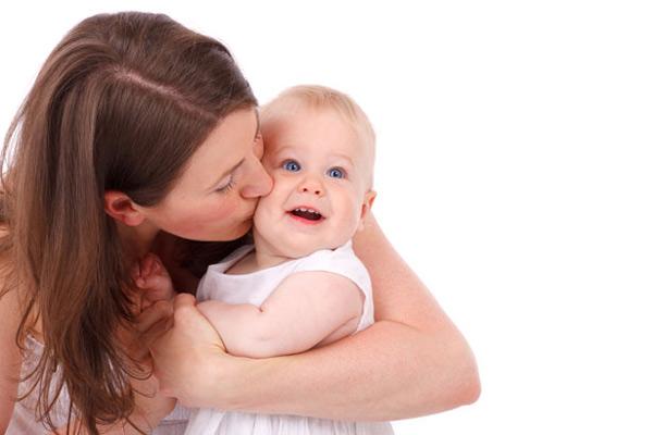 images_28112016_mother-kissing.jpg