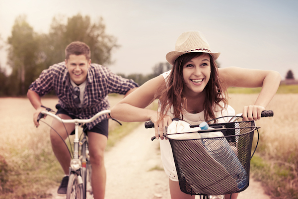 images_11122016_awesome-couple-spring-activities-biking.jpg