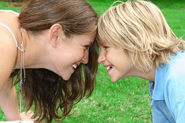 images_11122016_mom-son-playing-outside.jpg