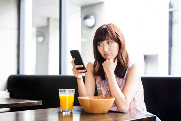 images_13122016_2_sensitive-girl-phone-texting.jpg