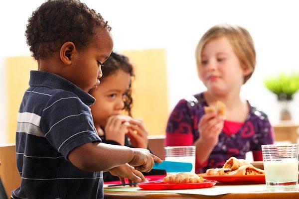 images_15122016_2_Kids-Eating-600x400.jpg