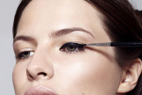 images_20122016_Best-Liquid-Eyeliner.jpg