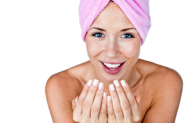 images_21122016_2_woman-washing-face.jpg