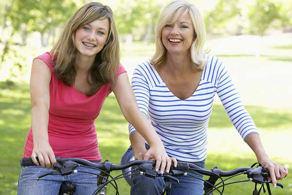 images_30122016_2_bigstock-Mother-And-Daughter-Cycling-Th-13897070.jpg