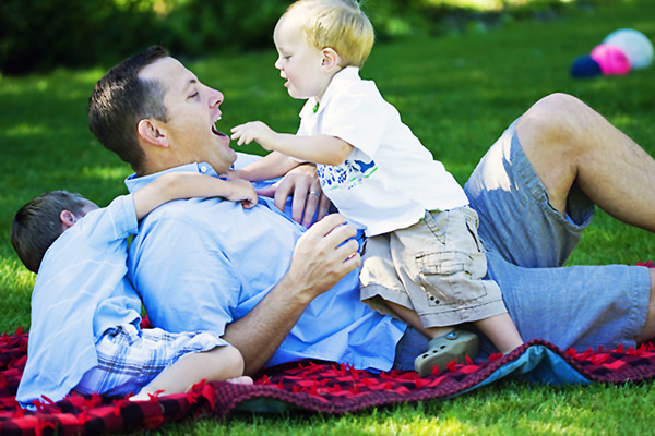 images_4122016_dad-playing-with-kids.jpg