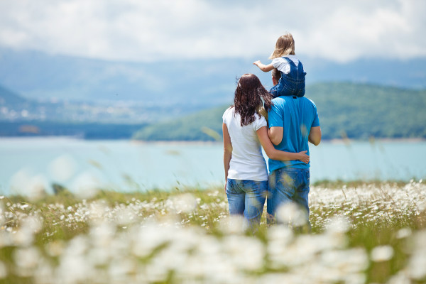 images_8122016_couple-and-daughter.jpeg