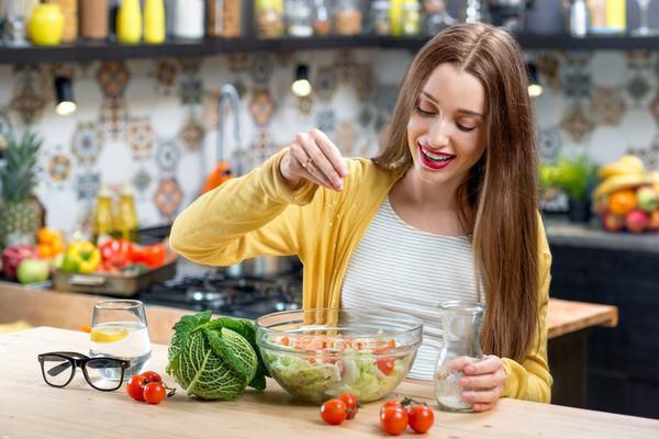images_2412017_2_woman_eating_grande.jpg
