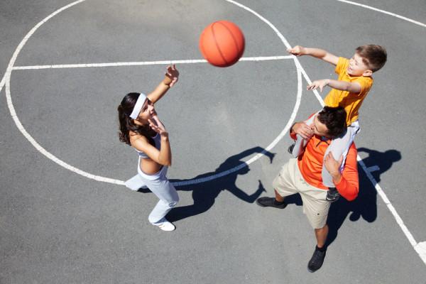 images_2612017_2_family_playing_basketball-e1427133399629.jpg