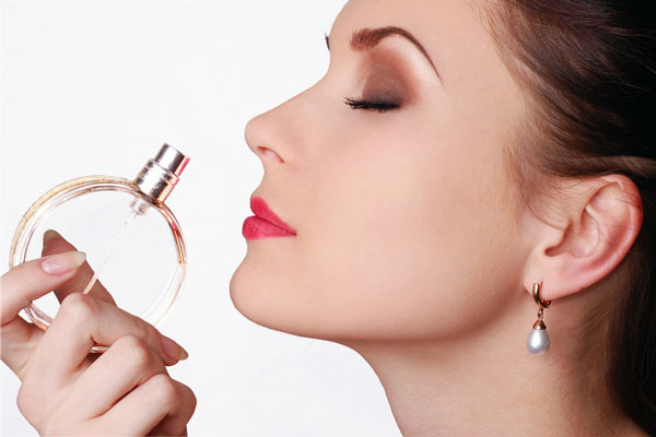 images_3012017_woman-smelling-perfume-600.jpg