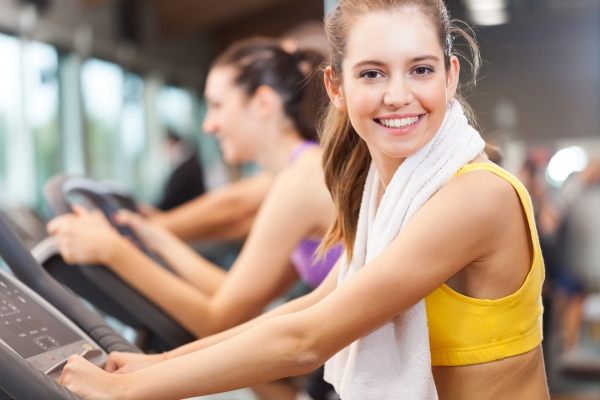 images_1422017_gym-woman-smile-running-machine-fitness.jpg