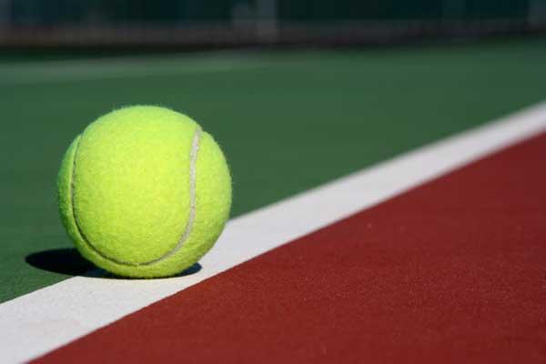 images_1822017_TennisBallOnCourt-600x400.jpg