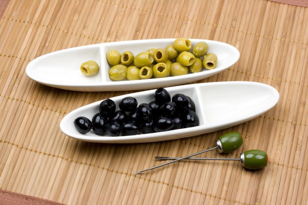 images_2822017_2_green-black-olives-e1364268331584.jpg