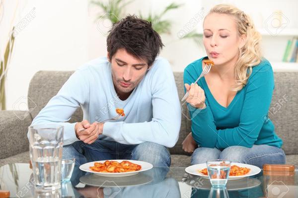 images_322017_2_couple_eating_dinner_grande.jpg