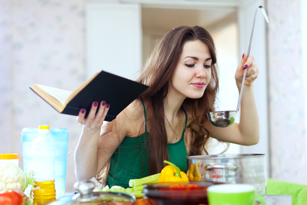 images_322017_2_young-woman-cooking-in-kitchen.jpg