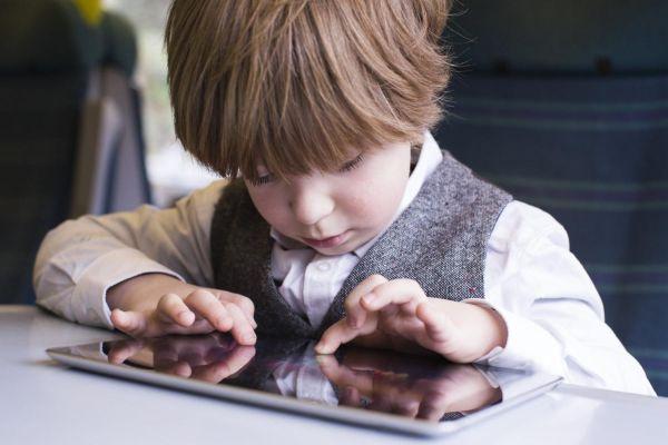 images_822017_kid-using-tablet.jpg