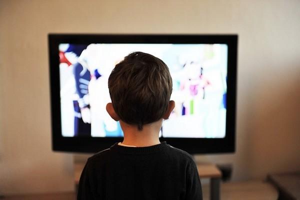 images_1832017_kid-watching-tv.jpg
