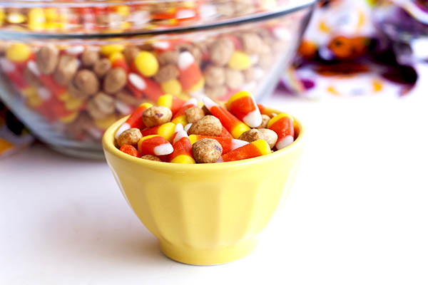 images_2032017_2_Sweet-and-Salty-Candy-Corn-Snack-Mix-Recipe.jpg
