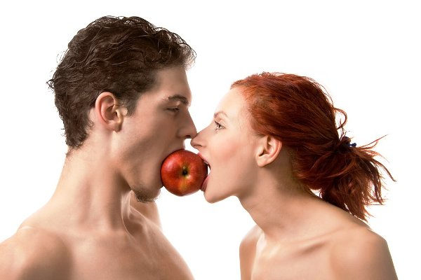 images_2632017_2_couple-eating-apple.jpg