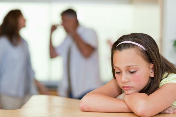 images_2732017_sad-child-listening-to-parents-arguing.jpg