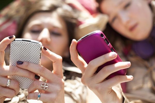 images_332017_girls-texting.jpg