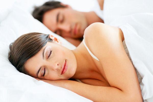 images_332017_sleeping-couple-110114-02.jpg