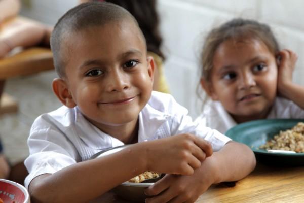 images_1342017_2_Children-Eating-Honduras-Photographer-Tanya-M-600x400.jpg