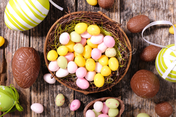 images_1442017_2_Easter-chocolate-eggs-Stock-Photo-04.jpg