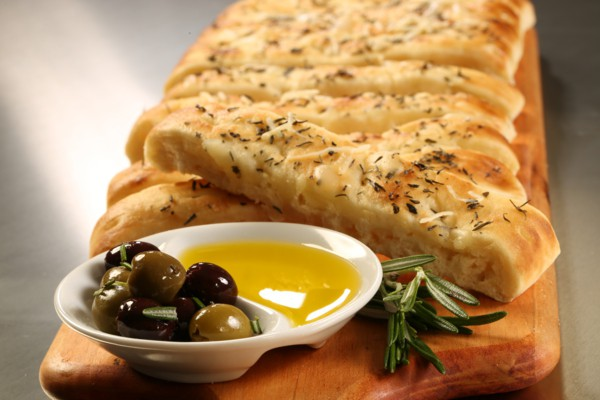 images_1742017_2_mediterranean-diet-focaccia-rosemary-olive.jpg