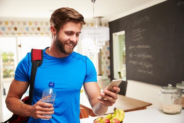 images_2242017_2_Man-Wearing-Gym-Clothing-Looking-At-Phone.jpg