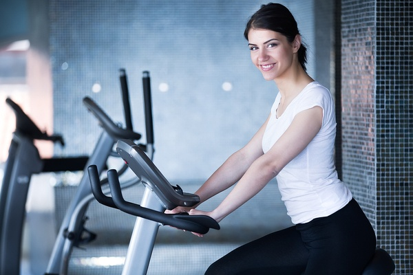 images_2442017_2_Woman-riding-an-exercise-bike.jpg