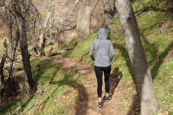 images_2542017_woman_in_hoodie_038_yoga_pants_walking_through_nature_596301.jpg