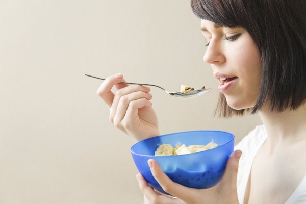 images_2942017_woman_consumer_eating_breakfast_cerealOPTIMIZED_reference.jpg