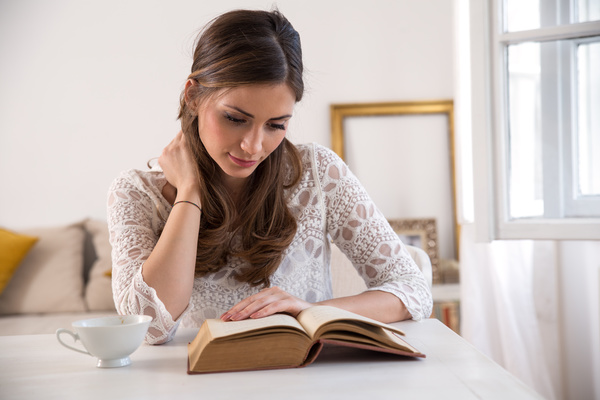 images_642017_Reading-woman-Stock-Photo-01.jpg