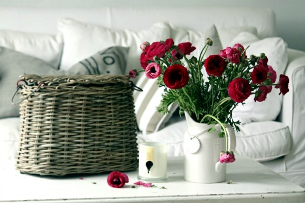 images_1552017_2_30-spring-like-floral-arrangements-and-decoration-ideas-for-your-home-19-858739024.jpeg