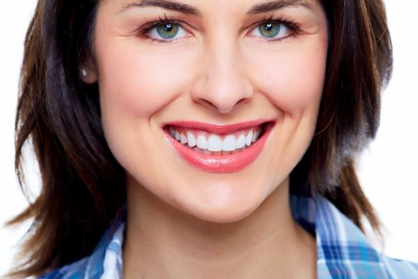 images_2052017_2_Flouride-Women-Smiling-e1453415828219.jpg