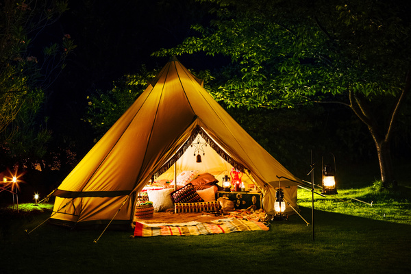 images_2452017_2_Camping-tent-lights-Stock-Photo.jpg