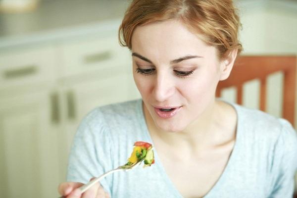images_252017_2_woman-eating-a-mediterranean-diet.jpg