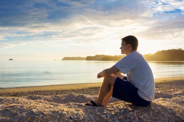 images_2852017_stock-man-beach-sitting-thinking-pondering-sunset-peace-9c8w.jpg_thumb_600w-rectangle.jpg