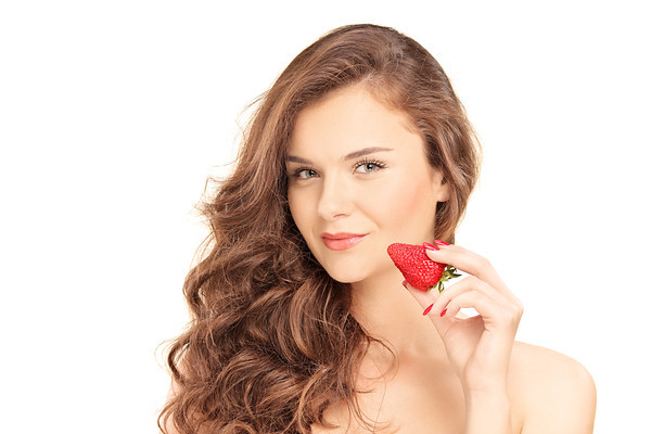 images_2952017_2_pretty_brunette_woman_holding_a_strawberry_isolated_on_white_background-M.jpg